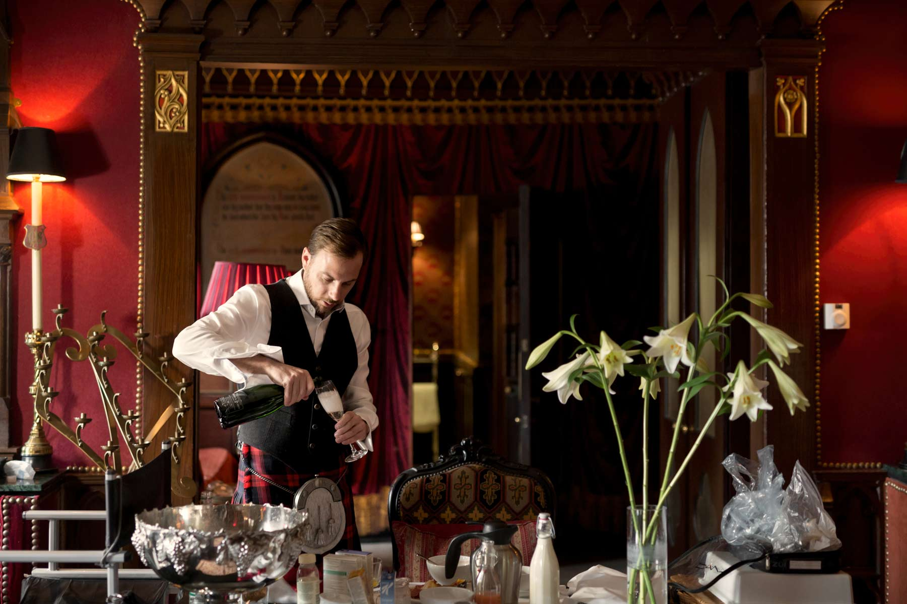 Groom, wedding, Edinburgh, The Witchery, Champagne
